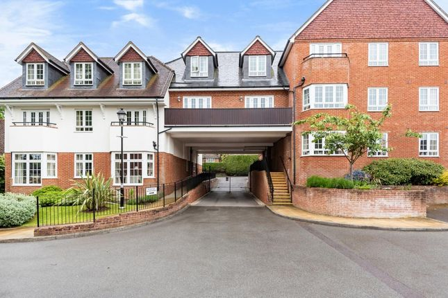 Thumbnail Property for sale in Chestnut Grange, Wokingham