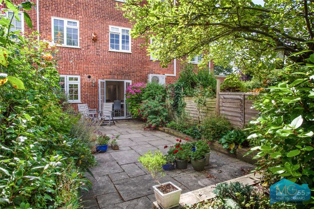 Picture No. 11 of Oakview Gardens, East Finchley, London N2