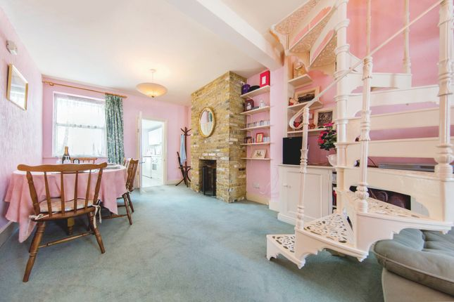 Thumbnail Cottage for sale in Albert Road, Richmond