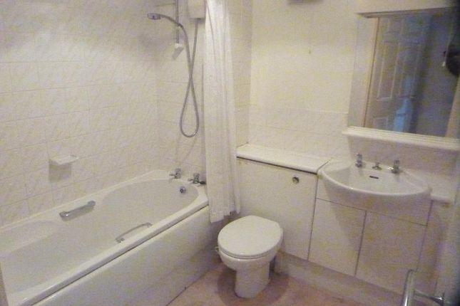 Bathroom of Applegarth Court, Northallerton DL7