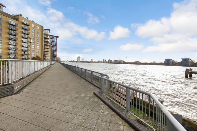 Thumbnail Flat to rent in Edison Building, Millenium Harbour E14, Canary Wharf,