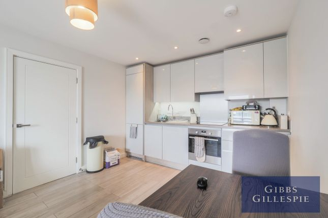 Thumbnail Flat to rent in Elizabeth Court, Iver