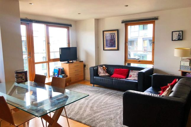 2 bed flat to rent in Crozier House, The Boulevard, Leeds LS10