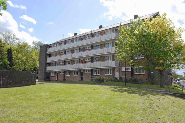 Thumbnail Flat for sale in Wood Vale, London