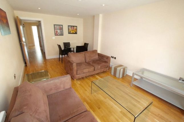 2 bed flat to rent in Cheshire Street, London
