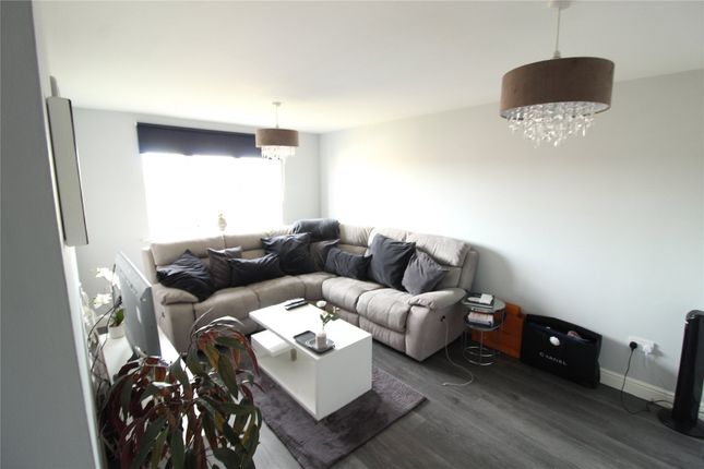 2 bed flat to rent in Clarence Close, Barnet EN4