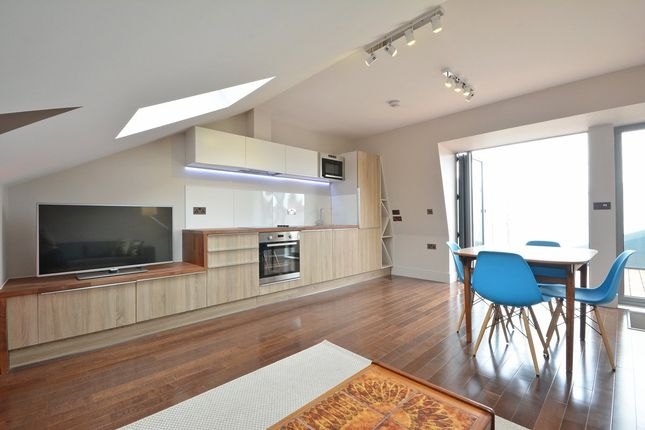 3 bed flat to rent in Lindrop Street, London SW6