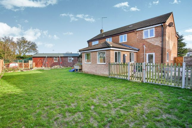 Thumbnail Detached house for sale in Cedar Close, Mattishall, Dereham