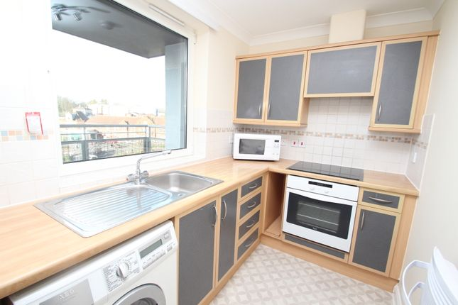 Thumbnail Flat to rent in Crown Heights, City Centre, Basingstoke