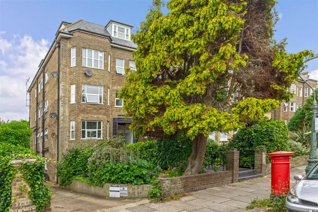 1 bed flat for sale in Eaton Gardens, Hove BN3