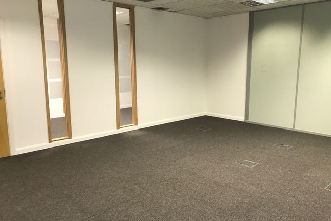 Serviced office to let in 5 New Augustus Street, Bradford