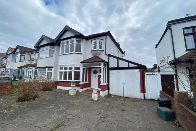 3 bed terraced house to rent in Eastern Avenue, Ilford IG4