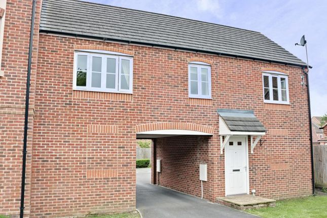 Thumbnail Flat for sale in Kirby Drive, Bramley, Tadley