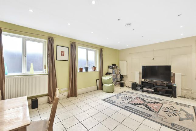 Thumbnail Property for sale in Wembury Mews, Highgate