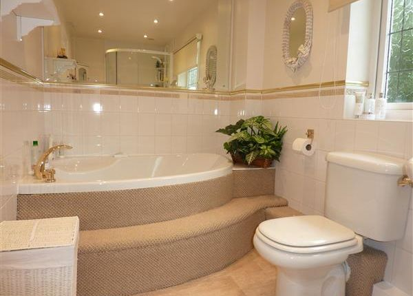 Family Bathroom of Augusta Oaks, Grimsby DN34