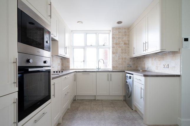 Flat to rent in Flat 92, London