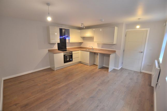 2 bed flat to rent in Albert Terrace, Off High Street, Loughborough LE11