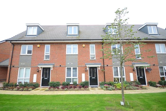 3 Bedroom Houses To Buy In Fullbrook Avenue Spencers Wood Reading Rg7 Primelocation