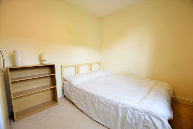 Thumbnail Room to rent in Pigeon Grove, Bracknell, Berkshire