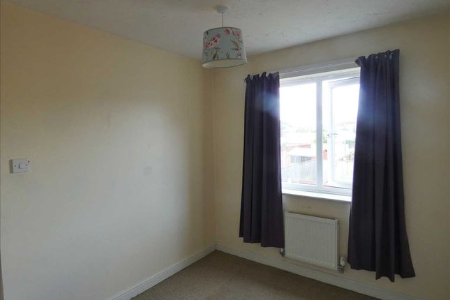 Rear Bedroom 2: of Woodcross Avenue, Scunthorpe DN16