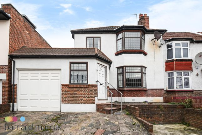 Thumbnail Flat to rent in Selworthy Road, London