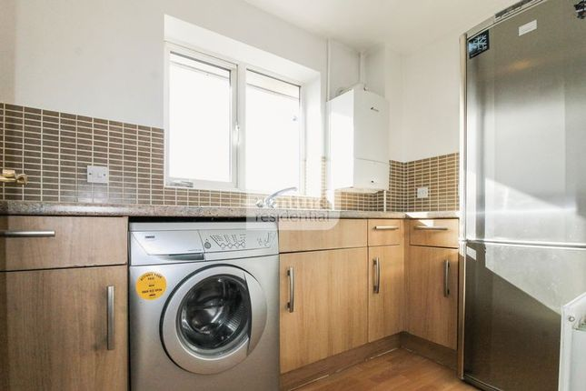 Thumbnail Flat to rent in Orchid Close, Luton