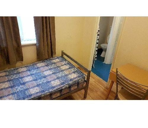 Room to rent in Victoria Road, Ruislip