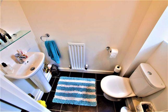 Cloakroom of Markhams Close, Basildon, Essex SS15