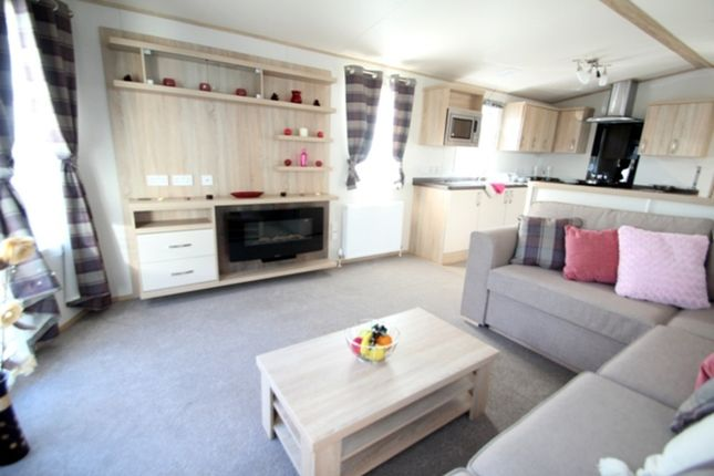 2 bed mobile/park home for sale in Valley Road, Clacton-On-Sea