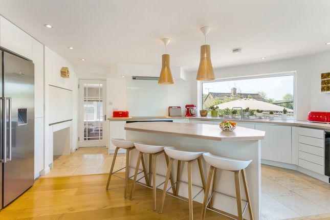 Thumbnail Detached house to rent in Andrews Way, Marlow