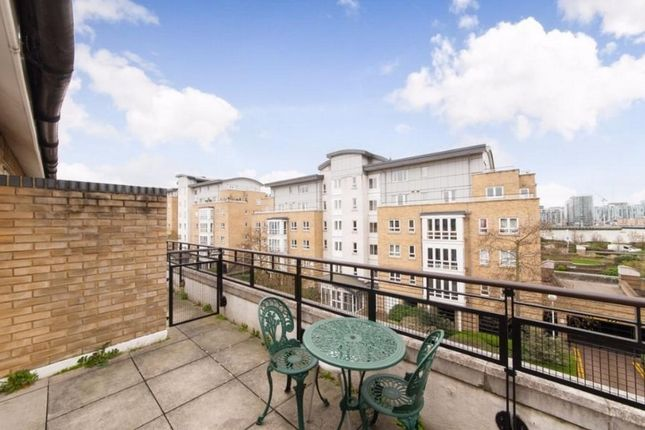 Thumbnail Town house to rent in St Davids Square, Docklands, London