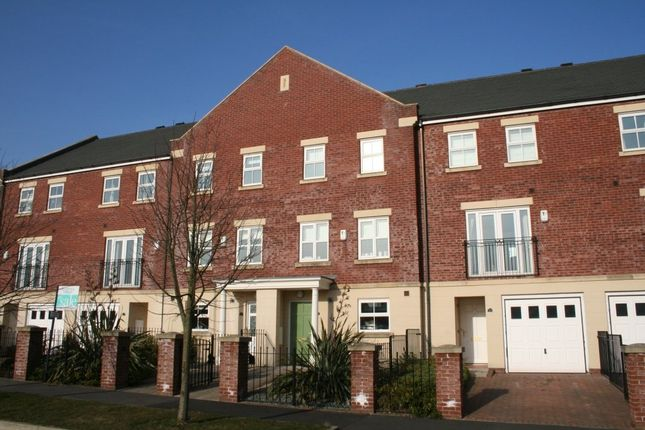Thumbnail Terraced house to rent in Hutton Gate, Harrogate