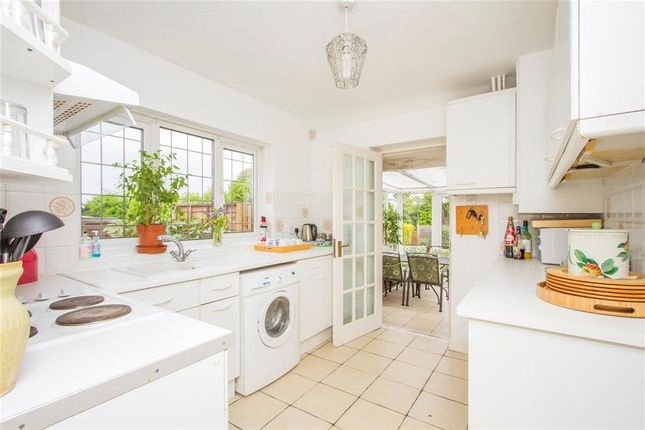 Thumbnail Bungalow to rent in Lowcroft Drive, Oadby, Leicester
