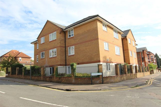 Thumbnail Flat to rent in Alexandra Road, Hemel Hempstead, Hertfordshire