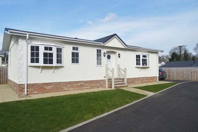 Thumbnail Mobile/park home for sale in Aldermans Meadow, Quarry Moor, Ripon