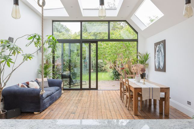 Thumbnail Town house to rent in Crediton Road, London