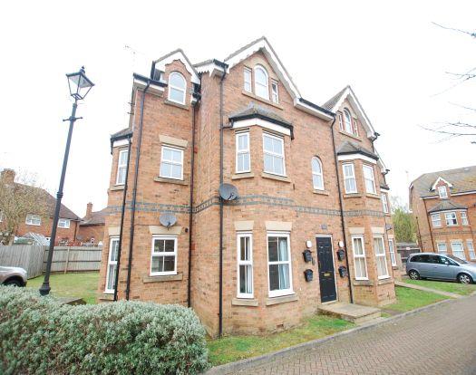 Flat to rent in Gilbert Mews, Leighton Buzzard