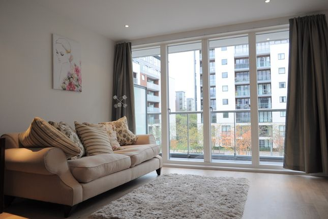 1 bed flat to rent in Pump House Crescent, Brentford, Middlesex
