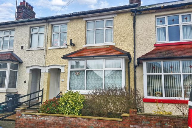 Thumbnail Terraced house to rent in King Georges Avenue, Dovercourt, Harwich