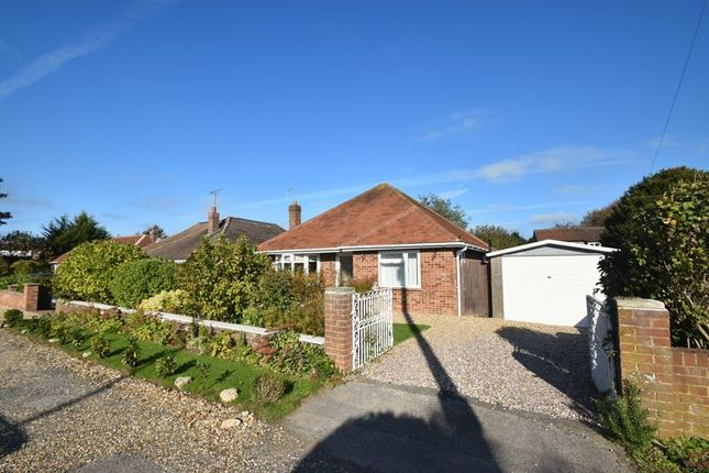 Thumbnail Bungalow to rent in Penn Road, Hazlemere, High Wycombe