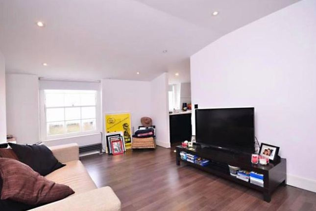 Thumbnail Flat to rent in Myddelton Square, Angel, London