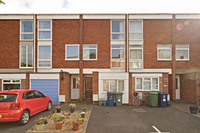 Flat to rent in Harefields, Oxford
