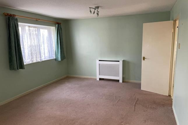 Thumbnail Flat to rent in Springwood Crescent, Edgware, London