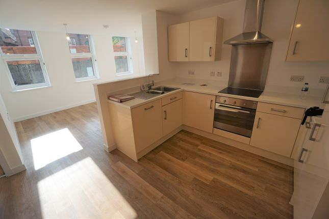 2 bed flat to rent in Cheap Street, Newbury RG14