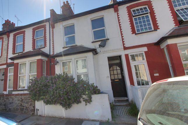 Flat to rent in Tintern Avenue, Westcliff-On-Sea