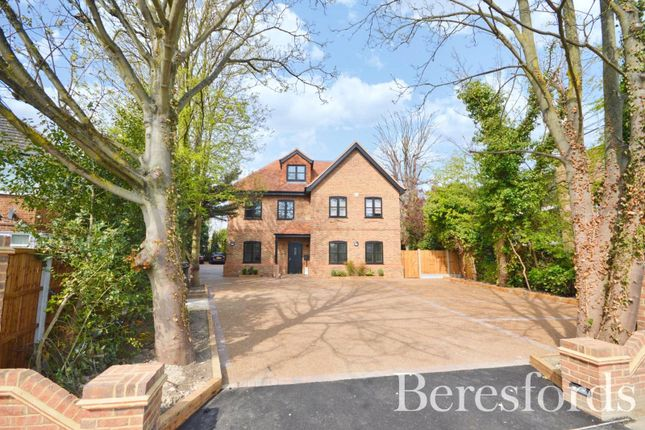 2 bed flat to rent in Hare Lodge, 487 Upper Brentwood Road RM2