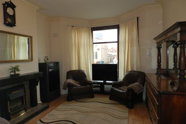 Thumbnail Flat to rent in Shaftesbury Avenue, Blackpool