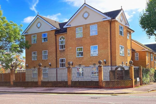 Thumbnail Flat to rent in Junction Road, Romford