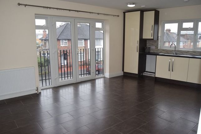 Thumbnail Flat to rent in King Georges Avenue, Watford