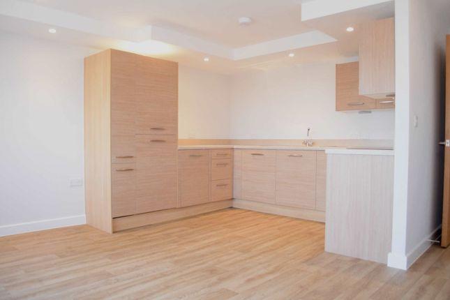 Thumbnail Flat to rent in Green Lane, Shepperton